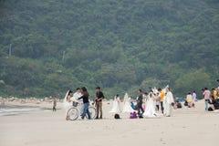 SHENZHEN, CHINA, 2011-11-26: Talrijke Chinese paren in huwelijk Stock Foto