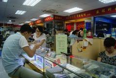 Shenzhen, China: tiendas de los accesorios del teléfono móvil Fotografía de archivo libre de regalías