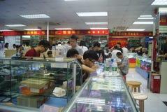 Shenzhen, China: tiendas de los accesorios del teléfono móvil Fotos de archivo