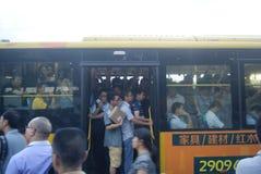 Shenzhen, China: tráfico por carretera de la ciudad Fotos de archivo libres de regalías