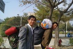 Shenzhen, China: trabajadores emigrantes a volver a casa Imagenes de archivo