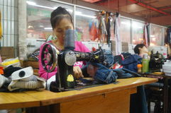 Shenzhen, China: traditional sewing machine, mending clothes Stock Photos