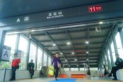 Shenzhen, China: U-Bahn-Linie 11, Baoan-Station Stockfoto
