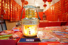 Shenzhen, China: Vendas da loja dos dísticos do festival de mola Fotografia de Stock