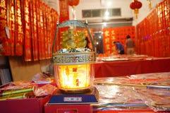 Shenzhen, China: Vendas da loja dos dísticos do festival de mola Imagens de Stock