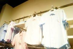 Shenzhen, China: vista interior de la tienda de ropa Imagen de archivo
