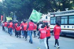 Shenzhen, China: Vrijwilligers in activiteiten stock afbeeldingen