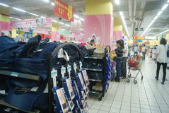 Shenzhen, China: wal-mart supermarket Stock Images