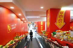Shenzhen, China: WAL-MART supermarket shopping Stock Image