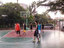 Shenzhen, China: weekend, office workers are playing basketball fitness Stock Photos