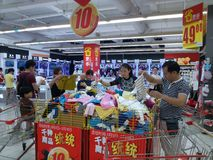 Shenzhen, China: women shopping for goods in shopping malls Stock Images