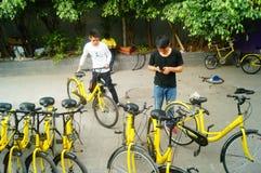 Shenzhen, China: workers repair shared bikes Stock Photos