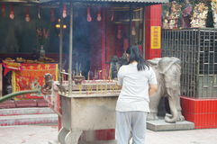 Shenzhen, China: worship in the temple to burn incense Stock Photography