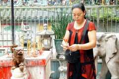 Shenzhen, China: worship in the temple to burn incense Stock Image