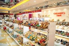 Shenzhen China: xixiang voetstraat van nieuwe schoenopslag Royalty-vrije Stock Foto's
