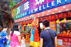 Shenzhen, Chine : activités promotionnelles de magasin de bijoux de jade Photos stock