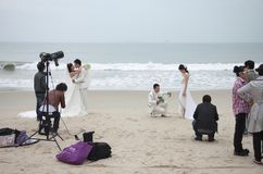 SHENZHEN, CHINE, 2011-11-26 : Couples chinois nombreux dans le mariage Photographie stock libre de droits