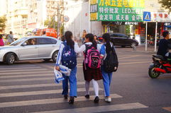 Shenzhen, Chine : jonctions croisées du trafic d'étudiants Image libre de droits