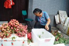 Shenzhen, Chine : la vente du litchi image stock