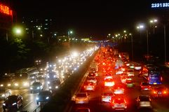 Shenzhen, Chine : le paysage du trafic de la route du ressortissant 107 la nuit Photo libre de droits