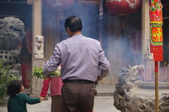 Shenzhen, Chine : le temple pour brûler l'encens pour adorer Images stock