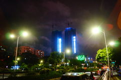 Shenzhen, Chine : les rues la nuit Photos stock