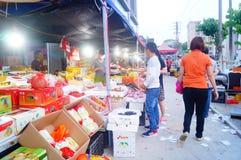 Shenzhen, Chine : marché en gros de fruit Photo libre de droits