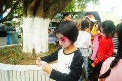 Shenzhen, Chine : petits interprètes, après l'exposition dans le repos ou le solvant Photo libre de droits