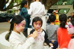 Shenzhen, Chine : petits interprètes, après l'exposition dans le repos ou le solvant Image libre de droits