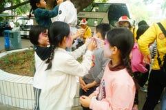 Shenzhen, Chine : petits interprètes, après l'exposition dans le repos ou le solvant Photo stock