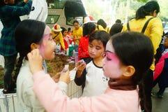 Shenzhen, Chine : petits interprètes, après l'exposition dans le repos ou le solvant Photos libres de droits