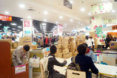 Shenzhen, Chine : Promotions de supermarché de TEMPS INFINI Photo stock