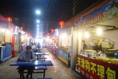 Shenzhen, Chinese: Lebensmittel-Straße Stockfoto