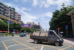 Shenzhen, chino: Tráfico de City Road Imágenes de archivo libres de regalías
