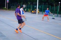Shenzhen, Chiny: bawić się futbol jako rekreacyjny sport Obraz Stock
