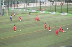 Shenzhen, Chiny: Children futbolowi w szkoleniu Zdjęcia Royalty Free