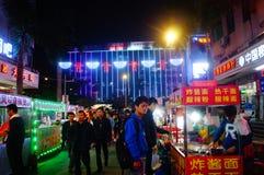 Shenzhen, Chiny: Karmowa ulica przy noc krajobrazem Zdjęcie Stock