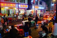 Shenzhen, Chiny: Karmowa ulica przy noc krajobrazem Zdjęcia Stock
