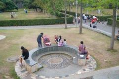 Shenzhen, Chiny: kobiety i dzieci w czasu wolnego parku Obrazy Stock