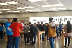 Shenzhen, Chiny: Komputer Apple i telefonu komórkowego sklep Zdjęcia Royalty Free