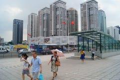 Shenzhen, Chiny: miastowa budowa i ruchu drogowego krajobraz obraz royalty free