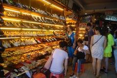 Shenzhen, Chiny: obuwiany sklep obrazy stock