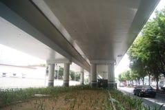 Shenzhen, Chiny: pod wiaduktu ruchem drogowym Zdjęcie Stock