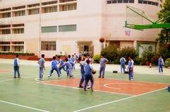 Shenzhen, Chiny: uczeń sztuki koszykówka na boisko do koszykówki Fotografia Royalty Free