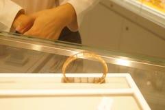 Shenzhen, Chiny: złoto srebny sklep jubilerski Obrazy Stock