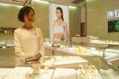 Shenzhen, Chiny: złoto srebny sklep jubilerski Zdjęcie Stock
