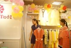 Shenzhen, Chiny: zakup odzież Zdjęcie Royalty Free