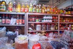 Shenzhen, Chiny: zbożowy i nafciany sklep spożywczy Fotografia Royalty Free