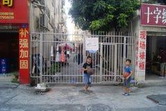 Shenzhen, Cina: bambini che giocano pallacanestro Immagini Stock