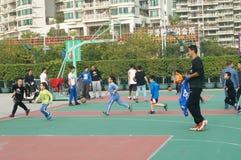 Shenzhen, Cina: Bambini che giocano pallacanestro Immagine Stock Libera da Diritti